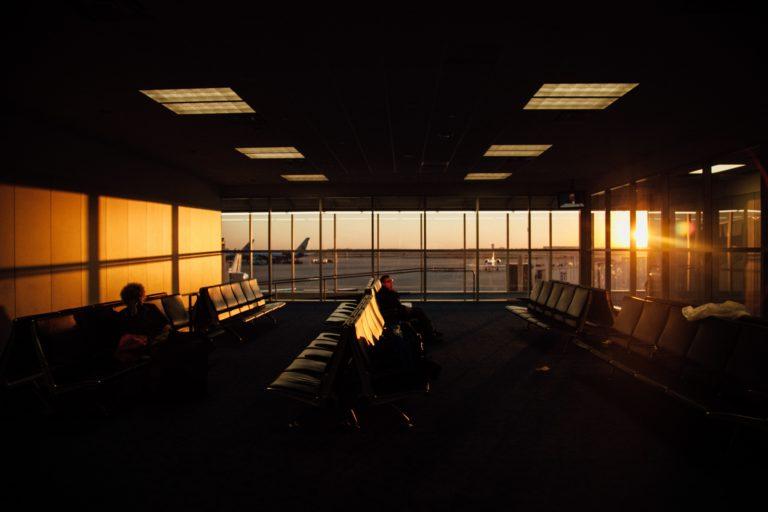 cakanie na letisku